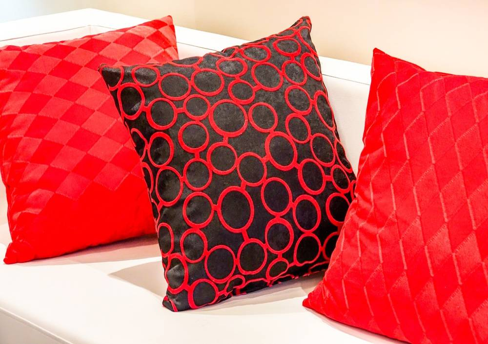 Throw Pillow Buying Guide - www.latestworldtrends.com
