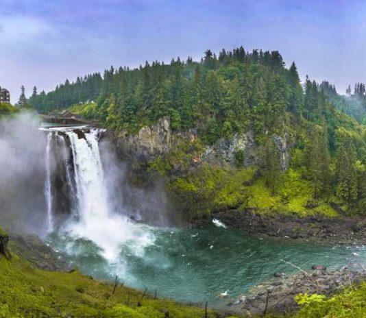 Amazing waterfall hikes near Seattle, USA